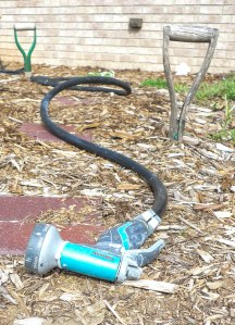 Handles from broken shovels are just one of many options for do-it-yourself hose guides in the garden.